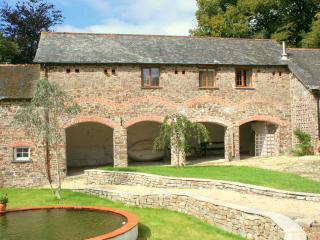 Cartwheel Cottage. View form the courtyard garden