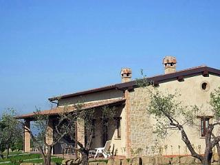 3 bedroom Villa in Gualdo Cattaneo, Umbria, Italy : ref 5228519
