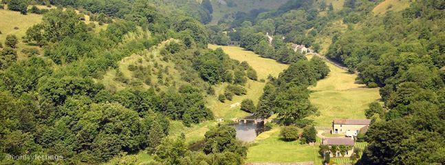 Blick vom Monsal Kopf nach unten auf Monsal Dale. Schöne Landschaft und ein muss zu besuchen.