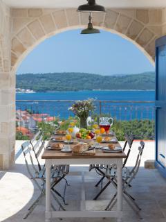 terrasse cuisine - salon, idéale pour petit-déjeuner