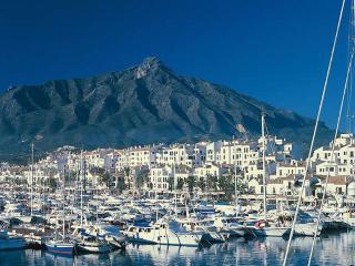 Lovely apartment in Central Puerto Banus, Puerto Jose Banus