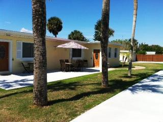 IMMACULATE *BeachView-Private Duplex-House- DB Shores, Daytona Beach