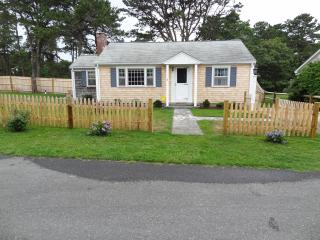 Dennisport Rental - Walk to Beach!  Pet friendly!!, Dennis Port