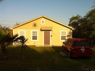 2/1 Cottage, Fishing Pier, B launch Comm Pool WIFI, Rockport