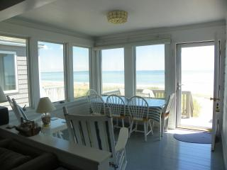 Charming Ocean Front Cottage on Maine Sandy Beach, Saco