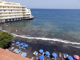 Beachfront penthouse  with wifi and sat tv, Medano, El Medano
