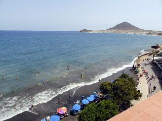 Beachfront penthouse  with wifi and sat tv, Medano