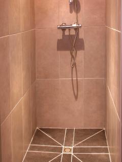 Walk in shower on 1st floor