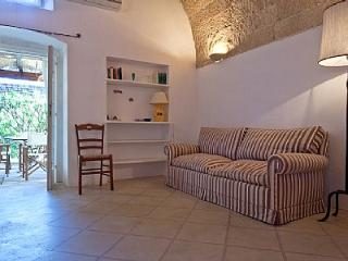 Santa Maria al Bagno Villa Sleeps 4 with Pool and Air Con - 5229676