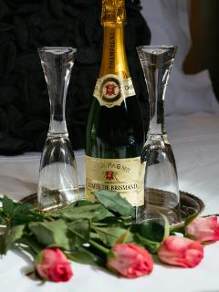 5 star extras include champagne, flowers, chocolate, beauty treatments and even car valeting!