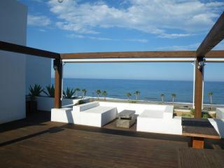 Vivienda de lujo con terraza de 60 metros con vistas al mar y en primera linea