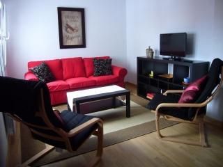 Salón amplio y luminoso. TV plana y WI-FI