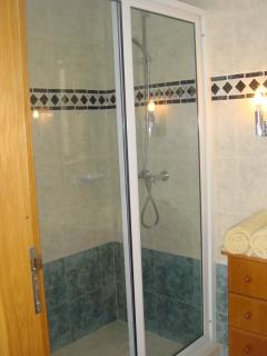 Double shower in Main bedroom en-suite bathroom