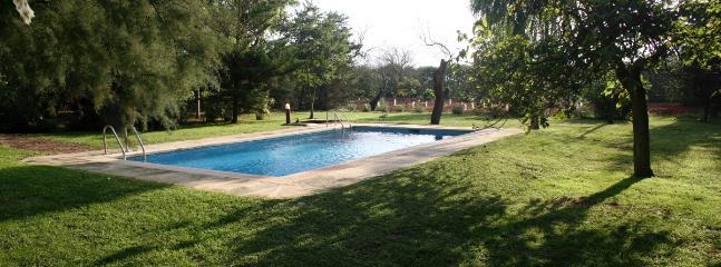 Espacio alrededor de la piscina