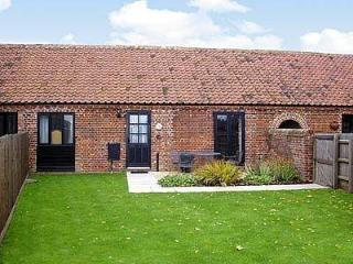 BRAMBLE COTTAGE, Horning