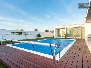 Studio in villa with pool, Aveiro