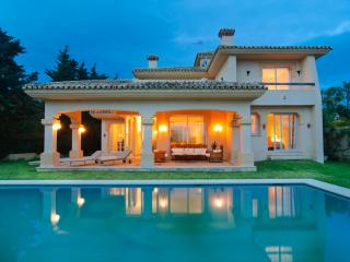 Las Chapas south oriented villa with pool,  BBQ, Marbella