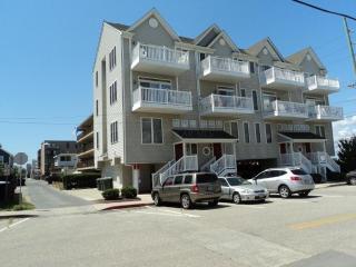 Ocean Block Townhouse Sleeps 12, Ocean & Bay Views, Ocean City