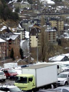 Vistas desde el aparcamiento. Se puede ver el edificio Bon Sol en verde.
