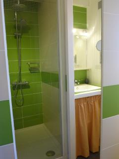 Large 100cm x 80cm shower