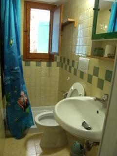 mare verde bathroom