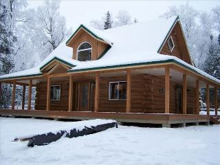 Luxury Log Home: Enjoy Alaska in Style and Comfort, Wasilla