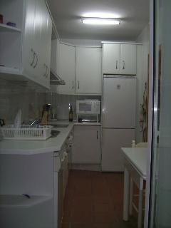 Cocina, consta de lavavajillas, horno,...todo el menaje necesario para sentirte como en casa