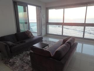 Fabulous Sea View holiday apt., Bat Yam