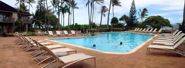 Lae Nani's pool by the ocean