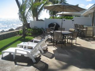 Oceanfront duplex, tidepools, views, 2-12 guest, Ewa Beach