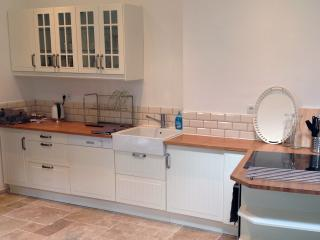 Fully-fitted kitchen, with oven, induction hob and dishwasher.