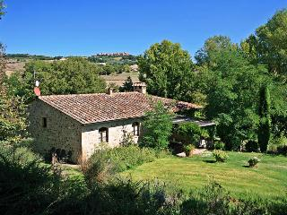 Charming farmhouse with private garden & pool up to 14 people in Siena area
