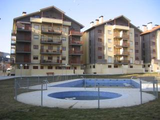 APARTAMENTO PISCINAS TENIS PARKING, Jaca