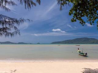Villa Tropical BeachFront with exclusive location, Rawai