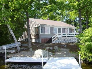 Wonderful Winnipesaukee Waterfront Cottage!, Moultonborough