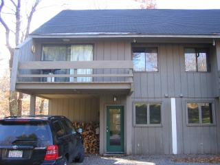 Spacious Sugarbush Townhome, Warren