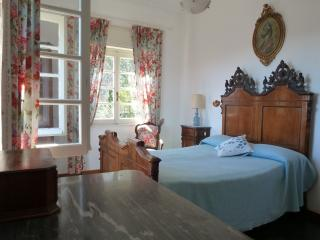 the double bedroom on the first floor, with its two windows lookng at the valley and sea