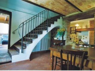 Fantastic holiday accomodation on large Tuscan est
