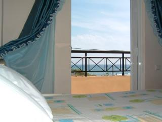 Yorgos sea view apartment - top floor, Corfu