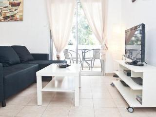 Lovely apartment - very central & close to beach, Tel Aviv
