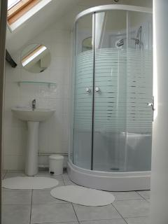 Top floor power shower in the ensuite bathroom