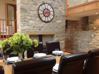 Relaxed dinning area in the Barn