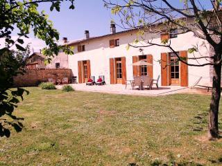 La Pagerie - A large comfortable house & private garden sent in rural location
