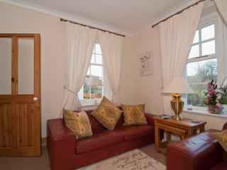 Beautiful cottage in Conwy Town, parking, stunning Castle views.