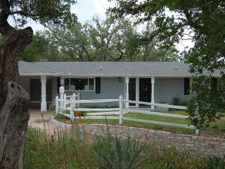 Renovated Home Near Downtown Glen Rose W/ Screened Porch