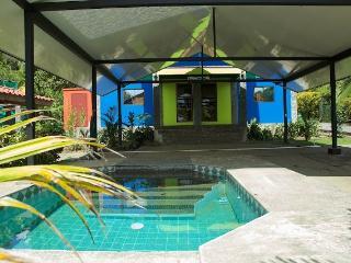 Escuela de la vida, cuenta con una piscina, Pavones