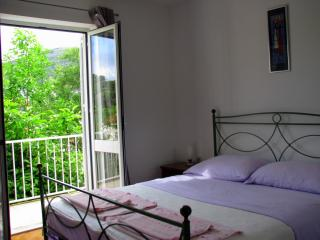 Quiet Escape Apartment with Terrace and Balcony, Dubrovnik