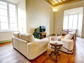 Elegant 2 bedroom apt. in historic Siena residence, Sienne
