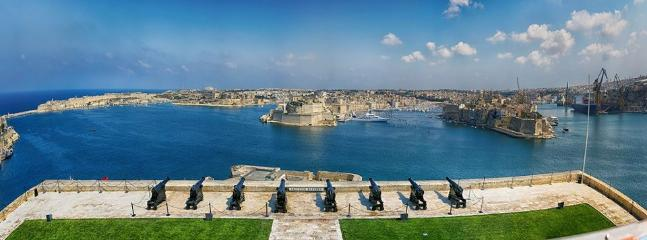 Valletta - Cheap ferry boat to Valletta only 2 minutes away by walk from house