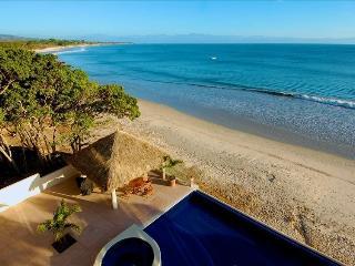 On the Beach Luxury Condo, Infinity Pool, Comfort!